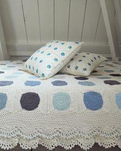 Dainty Dots Blanket By Haafner - Free Crochet Pattern - Crochet Diagram Also Included - (byhaafner.blogspot)