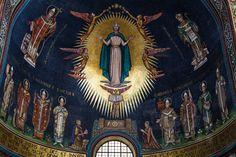 Circonferenze e decori geometrici impreziositi da marmi e tessere multicolori rendono unici i mosaici della cattedrale di Salerno, un gioiello dello stile romanico. Scopri con OVS Arts of Italy i capolavori del patrimonio artistico italiano. #OVSArtsOfItaly