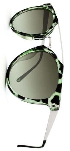 wide range of premium eyeglasses collections for men and women in Idnia.