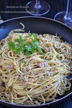 kitchen with heels: Spaghetti with tuna - Jedzenie - Makaron Spaghetti, Pepperoni, Food Photo, Tuna, Food And Drink, Ethnic Recipes, Kitchen, Photos, Heels