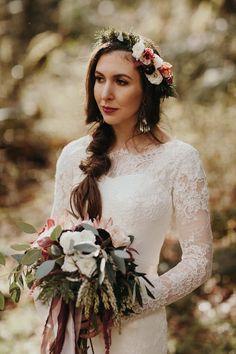 A Fall, Boho-Vintage Dairyland Wedding - Chic Vintage Brides Fall Wedding Arches, Fall Wedding Colors, Fall Wedding Dresses, Flower Crown Veil, Flower Crown Wedding, Flower Crowns, Wedding Flowers, Wedding Looks, Boho Wedding