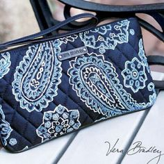 VERA BRADLEY Slim Zip Wristlet Blue Bandana Pre-owned, like new condition. No rips, stains, odors or discoloration. Hardly used. Perfect summer pattern! Vera Bradley Bags Clutches & Wristlets