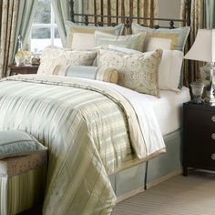 Gojee - Evora Comforter King Size by Frontgate