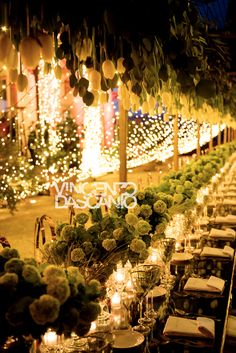 Tulip centerpiece and fairy lights decoration for imperial table Italy Wedding, Light Decorations, Fairy Lights, String Lights, Tulips, Floral Design, Centerpieces, Tables, Mesas