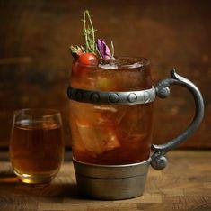 Skjaldemjøden (Poet's Mead) - a mead cocktail with Nordguld aquavit and rosehip inspired by Nordic mythology.