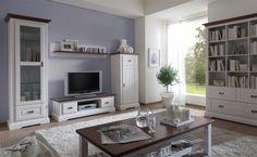Tolles Landhaus Möbel Programm aus massiver südeuropäischer Pinie. Perfekt verarbeitet mit sichtbarer Holzmaserung und cognacfarbenen Absetzungen.