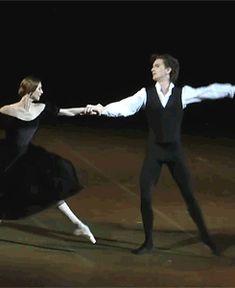 GIF Svetlana Zakharova and Vladislav Lantratov in Lady of the Camellias
