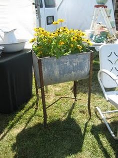 I loved helping my mom wash the clothes in the ringer washer and letting the cothes fall into these rinsing tubs. Garden Junk, Garden Pots, Garden Sheds, Rustic Gardens, Outdoor Gardens, Reuse Recycle, Recycling, Kitsch, Industrial Chic Decor