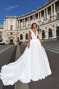 Kristalldesign 2018 ärmelloses tiefes V-Ansatz einfache Prinzessin elegantes Ba… Crystal design 2018 sleeveless deep v-neck simple princess elegant ball gown a line wedding dress open scoop back royal train (ivanna) mv Elegant Ball Gowns, Elegant Wedding Dress, Perfect Wedding Dress, Dream Wedding Dresses, Bridal Dresses, Wedding Dress With Belt, Satin Wedding Dresses, Trendy Wedding, Wedding Skirt
