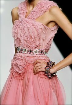 chiffonandribbons: Jenny Packham S/S 2009 Pink Fashion, Couture Fashion, Love Fashion, Couture Details, Fashion Details, Fashion Design, Beautiful Gowns, Beautiful Outfits, Beautiful Things
