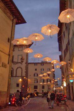 Home To Italy: Italian Christmas lights, not your common mini bulbs....