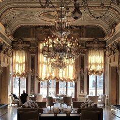 Drinks before dinner at Palazzo Papadopoli. Until recently a private home, now the Aman Hotel: this is quite possibly the prettiest dining room in Venice - certainly the grandest - with its views over the Grand Canal, golden glass chandeliers and Tiepolo frescoed ceilings. @skye_mcalpine #cnttakeover #secretvenice