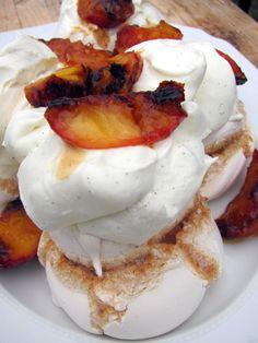 Honestcooking.it - Meringa con crema di vaniglia e nettarine caramellate