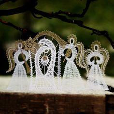 Bílý Betlém jako paličkovaný s anděli (1+3) se zlatou / od Amellie   Fler.cz Bobbin Lace, Diamond Earrings, Lily, Crochet, Jewelry, Tutorials, Nativity, Nativity Scenes, Noel