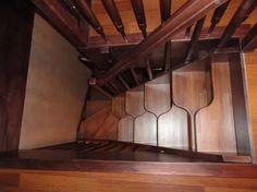 На фото - крутая лестница типа утиный шаг