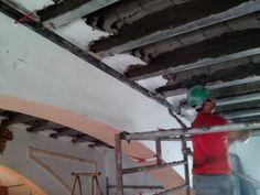 Albañilería  Aplicación del mortero de reparación para reconstrucción de viguetas.
