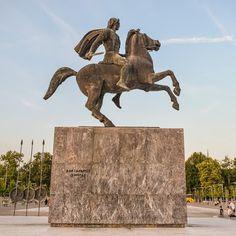 Από: greece.org   Οι Μακεδόνες, επειδή η Μακεδονία χωρίζονταν από την υπόλοιπη Ελλάδα με δύσβατα όρη που δυσκόλευαν πολύ τις επικοινωνίες, ... Ancient Greece, Lion Sculpture, Statue, Art, Art Background, Kunst, Performing Arts, Sculptures, Sculpture