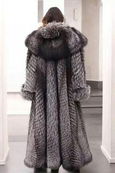 e3219ed9273 Bildergebnis für Fox Fur Coat with Hood Silver