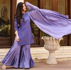 Details over Diwali Special Pakistaanse Salwar Kameez volledig uitlopende Sharara rechte Kurta Duppta, Simple Kurta Designs, Stylish Dress Designs, Stylish Dresses, Pakistani Dresses Casual, Pakistani Dress Design, Dress Indian Style, Indian Fashion Dresses, Indian Salwar Kameez, Patiala