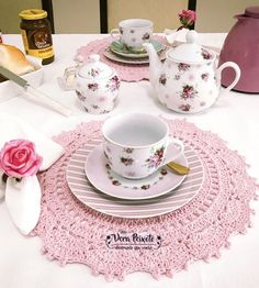 New Crochet Doilies Table Runner Place Mats Ideas Crochet Table Mat, Crochet Placemats, Crochet Doilies, Crochet Blanket Border, Crochet Pillow Patterns Free, Crochet Toys Patterns, Table Setting Inspiration, Place Mats Quilted, Stuffed Toys Patterns