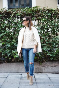 White_Coat-Knitted_Jumper-Maje-Ripped_Jeans-Outfit-Street_Style-50