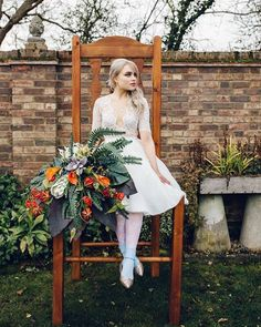 Today I am exited to share this whimsical, colourful and fun Alice in Wonderland Wedding Inspiration for the modern couple. Alice In Wonderland Wedding Theme, Alice In Wonderland Aesthetic, Wonderland Events, Wedding Themes, Wedding Blog, Wedding Ideas, Party Themes, Dream Wedding, Sleeping Beauty Wedding