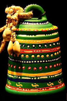 This hanging bell is made of terracotta, brought to you from Uttar Pradesh and decorated with the Warli art, native to the tribals of Maharashtra. It is handpainted with acrylic colours in green.
