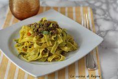 Pasta al ragù bianco di zucchine, un primo piatto davvero e speciale dal sapore unico, che mette d'accordo grandi e piccini a tavola