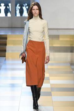 Jil Sander Fall 2017 Ready-to-Wear Fashion Show - Tessa Bruinsma Fashion 2017, Look Fashion, Runway Fashion, Fashion Show, Fashion Outfits, Womens Fashion, Fashion Trends, Fashion Design, Fall Fashion