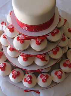 Red & white wedding cupcakes
