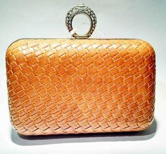 Clutchs laranja com textura trançada com strass no fecho (cod38) - Lott Creative Store