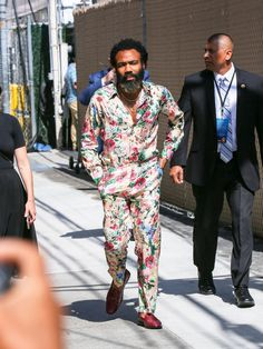 Donald Glover Takes Men's Florals to the Next Level Celebrity Style Casual, Celebrity Outfits, Celebrity Photos, Donald Glover, Mens Fashion, Fashion Outfits, Fashion Styles, Style Fashion, Casual Outfits
