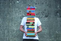 Alte Bücher sicher einlagern und Platz für neue schaffen.