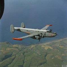 Avro Shackleton of No 206 Squadron flying over the north coast of Cornwall near its home station of RAF St Mawgan in A few varied photos that I like Air Force Aircraft, Navy Aircraft, Aircraft Photos, Ww2 Aircraft, Fighter Aircraft, Military Aircraft, Fighter Jets, Airplane History, Avro Shackleton
