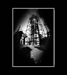 parque infantil, fotografía estenopeica analógica de 15 cm x 21 cm montada sobre MDF negro de 24 cm x 28 cm - Valor:150=Click