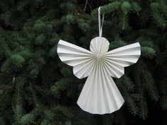 5 craft instructions for Christmas: Make Christmas tree decorations yourselfHow to make a paper angel for the christmas ornament more articles Diy Paper Christmas Tree, Pretty Christmas Trees, How To Make Christmas Tree, Jewelry Christmas Tree, Handmade Christmas Decorations, Christmas Makes, Christmas Angels, Christmas Tree Ornaments, Christmas Time