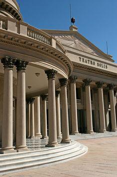 Teatro Solis, Montevideo, Uruguay. Inaugurado en el año 1856. Foto: Luis Alonso.