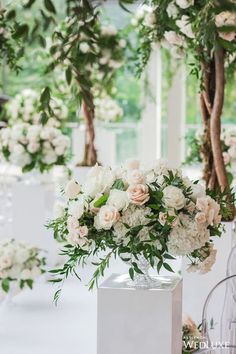 Floral Wedding Centerpieces Planning and Tips - Love It All Wedding Ceremony Flowers, Wedding Flower Arrangements, Wedding Bouquets, Floral Arrangements, Wedding Table Centerpieces, Ceremony Decorations, Flower Centerpieces, Tall Centerpiece, Centerpiece Ideas