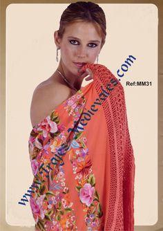 Vestida con manton de manila