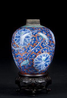 Chinese Vintage Porcelain Vase : Lot 77