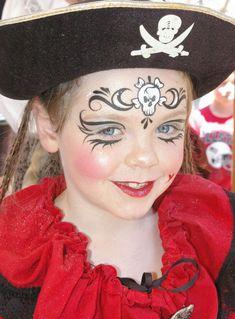 Pirat schminken kind-mädchen-totenkopf-zeichen-glitzer