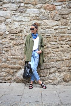 Stella wants to die: parka + boyfriend jeans + ugly shoes + bandana