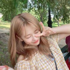 Yu Jin, Who Runs The World, Airport Style, Kpop Aesthetic, Girl Group, Cool Girl, Dreadlocks, Long Hair Styles, Beauty