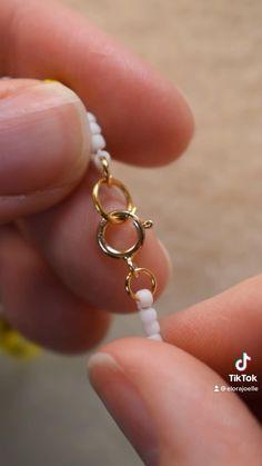 Wire Jewelry Designs, Handmade Wire Jewelry, Diy Crafts Jewelry, Bracelet Crafts, Handmade Bracelets, Seed Bead Jewelry, Bead Jewellery, Beaded Jewelry, Beaded Necklace
