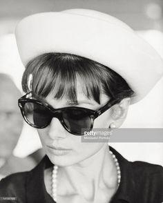 Resultado de imagen para Audrey Hepburn 1962 fashion