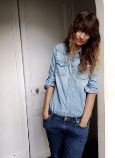 Caroline de Maigret: Double denim is a thing, and nobody does it better than the model and author. Come see our favorite 6 Canadian tuxedoes, worn by her. Double Denim, Style Simple, Style Me, Vogue, Denim On Denim Looks, Dark Denim, Chambray, Denim Fashion, Fashion Outfits