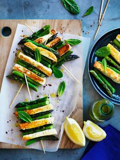 Char-grilled asparagus and haloumi with mint and lemon. (Use violife vegan haloumi or tofu) Grilled Cheese Recipes, Veggie Recipes, Vegetarian Recipes, Cooking Recipes, Healthy Recipes, Vegetarian Canapes, Vegetarian Skewers, Grilled Asparagus, Lemon Asparagus