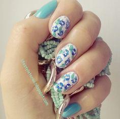 Kolorowy Świat Terii: Gdzie ta wiosna? kwiatuszkowe  paznokcie.