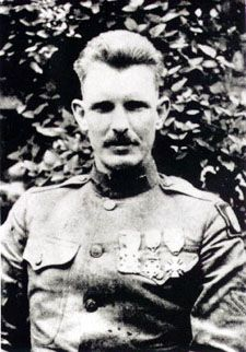 Sergeant York. Alvin Cullum York (December 13, 1887 – September 2, 1964) was one of the most decorated American soldiers in World War I.[1] He received the Medal of Honor for leading an attack on a German machine gun nest, taking 32 machine guns, killing 28 German soldiers and capturing 132 others.