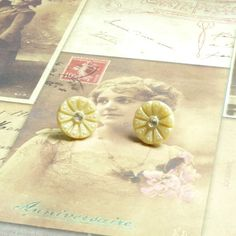 Vintage Stud Earrings Vintage Button Earrings by bleuluciole